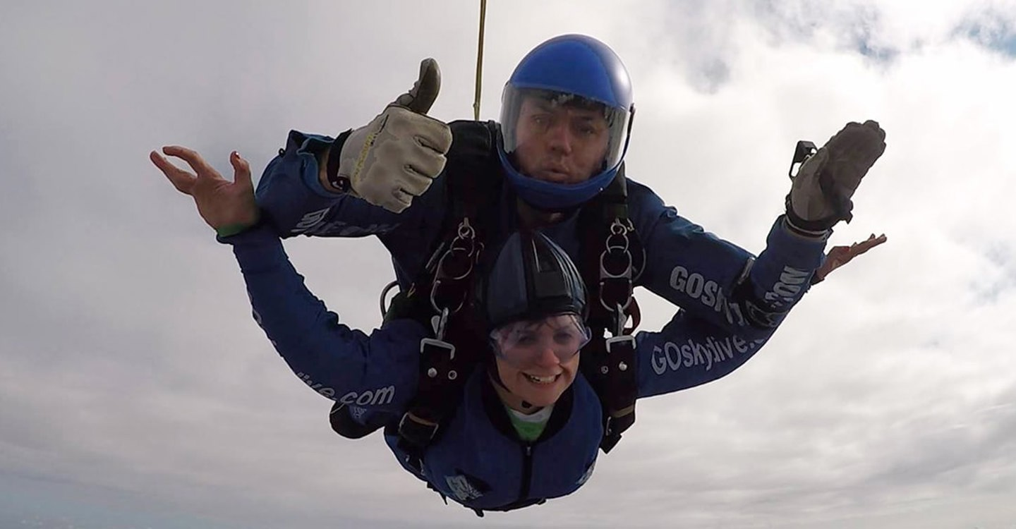 Skydivers plunge 10,000ft raising over £2000